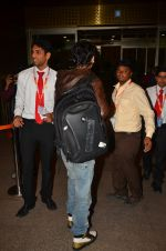 Shah Rukh Khan leaves with family on 10th Aug 2016 (15)_57ac49dca4aa1.JPG