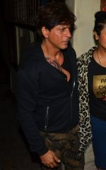 Shahrukh Khan snapped at recording studio with new tattoo on chest on 10th Aug 2016 (12)_57ac4a30a6653.JPG