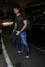Sidharth Malhotra snapped at airport on 10th Aug 2016 (90)_57ac44cf9da91.JPG