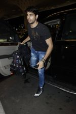 Sidharth Malhotra snapped at airport on 10th Aug 2016 (91)_57ac44d1c1c41.JPG
