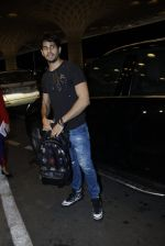 Sidharth Malhotra snapped at airport on 10th Aug 2016
