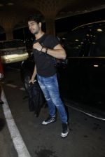 Sidharth Malhotra snapped at airport on 10th Aug 2016 (97)_57ac44d707c85.JPG