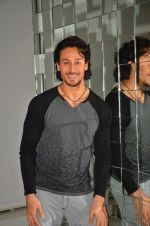 Tiger Shroff shoot at the promotion of The Flying Jatt on 10th Aug 2016 (12)_57ac4a71def12.JPG