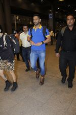 Mahendra Singh Dhoni snapped at airport on 11th Aug 2016 (24)_57ad970044628.JPG