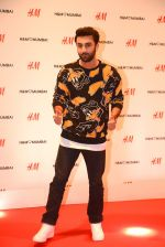 Ranbir Kapoor at h&m mubai launch on 11th Aug 2016 (10)_57ad8f713d271.JPG