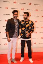Ranbir Kapoor at h&m mubai launch on 11th Aug 2016 (12)_57ad8f73d39ae.JPG