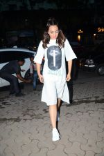 Sonakshi Sinha snapped in Mumbai on 11th Aug 2016 (4)_57ad98929c767.JPG