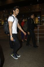 Sushant Singh Rajput snapped at airport on 11th Aug 2016 (1)_57ad96fd016cd.JPG
