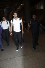 Sushant Singh Rajput snapped at airport on 11th Aug 2016 (17)_57ad9704a64af.JPG