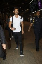 Sushant Singh Rajput snapped at airport on 11th Aug 2016 (22)_57ad970ad3407.JPG