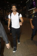 Sushant Singh Rajput snapped at airport on 11th Aug 2016 (23)_57ad970bbbe8b.JPG