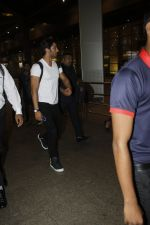 Sushant Singh Rajput snapped at airport on 11th Aug 2016 (25)_57ad970dc9204.JPG