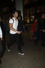 Sushant Singh Rajput snapped at airport on 11th Aug 2016 (26)_57ad970ed38c4.JPG
