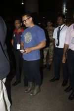 Aamir Khan returns from the USA on 12th Aug 2016 (17)_57af6a6ee0f0f.JPG