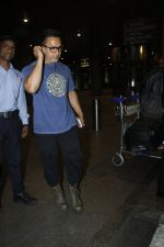 Aamir Khan returns from the USA on 12th Aug 2016 (18)_57af6a705852f.JPG
