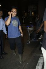Aamir Khan returns from the USA on 12th Aug 2016 (19)_57af6a71c1ee4.JPG