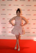 Amyra Dastur at h&m mubai launch on 11th Aug 2016 (284)_57af34cd2f216.JPG