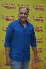 Ashutosh Gowariker at Radio Mirchi on 12th Aug 2016 (3)_57af66e4edf65.JPG