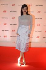Divya Kumar at h&m mubai launch on 11th Aug 2016 (64)_57af359f93547.JPG