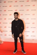 Karan Tacker at h&m mubai launch on 11th Aug 2016 (59)_57af35c820936.JPG