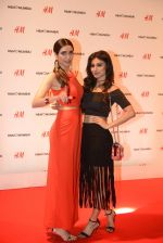 Karishma Tanna at h&m mubai launch on 11th Aug 2016 (216)_57af35ef4f1c3.JPG