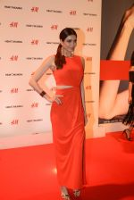 Karishma Tanna at h&m mubai launch on 11th Aug 2016 (217)_57af35f0d483e.JPG