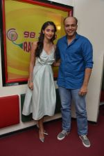 Pooja Hegde and Ashutosh Gowariker at Radio Mirchi on 12th Aug 2016 (6)_57af66f552a1f.JPG