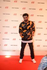 Ranbir Kapoor at h&m mubai launch on 11th Aug 2016 (159)_57af36e03ac52.JPG
