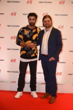 Ranbir Kapoor at h&m mubai launch on 11th Aug 2016 (363)_57af3710c186e.JPG
