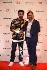 Ranbir Kapoor at h&m mubai launch on 11th Aug 2016 (365)_57af371482577.JPG