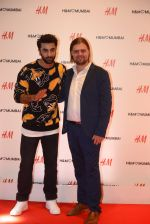 Ranbir Kapoor at h&m mubai launch on 11th Aug 2016 (366)_57af371629099.JPG