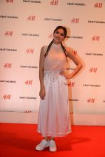 Sapna Pabbi at h&m mubai launch on 11th Aug 2016 (354)_57af377ec52ca.JPG