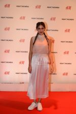 Sapna Pabbi at h&m mubai launch on 11th Aug 2016 (355)_57af37803d7a1.JPG