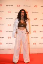 Sarah Jane Dias at h&m mubai launch on 11th Aug 2016 (104)_57af3790e2b04.JPG