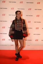 Shibani Dandekar at h&m mubai launch on 11th Aug 2016 (301)_57af37ba1e712.JPG