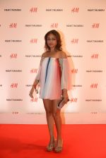 Surily Goel at h&m mubai launch on 11th Aug 2016 (130)_57af37ed495b4.JPG