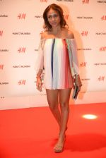 Surily Goel at h&m mubai launch on 11th Aug 2016 (133)_57af37f40d55d.JPG