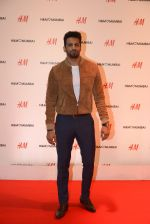 Upen Patel at h&m mubai launch on 11th Aug 2016 (273)_57af38170a802.JPG