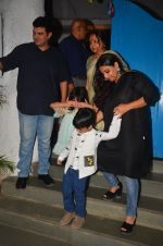 Vidya Balan snapped at a bday bash for kids on 12th Aug 2016 (11)_57af6c0a465fc.JPG