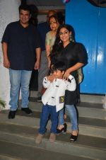Vidya Balan snapped at a bday bash for kids on 12th Aug 2016 (14)_57af6c1017456.JPG