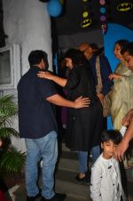 Vidya Balan snapped at a bday bash for kids on 12th Aug 2016 (25)_57af6c328ae96.JPG