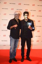 Vijender Singh at h&m mubai launch on 11th Aug 2016 (182)_57af386bbe25a.JPG