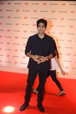 Vijender Singh at h&m mubai launch on 11th Aug 2016 (187)_57af38745ed4f.JPG