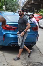 Yuvraj Singh snapped at lower parel on 12th Aug 2016 (1)_57af650c8a850.JPG