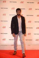 at h&m mubai launch on 11th Aug 2016 (112)_57af35561347d.JPG
