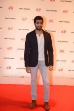 at h&m mubai launch on 11th Aug 2016 (118)_57af355ee55e4.JPG