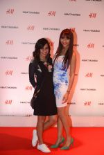 at h&m mubai launch on 11th Aug 2016 (157)_57af3589bbe7a.JPG