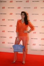 at h&m mubai launch on 11th Aug 2016 (227)_57af35e521e23.JPG