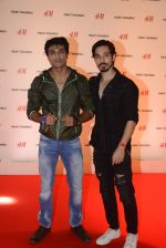 at h&m mubai launch on 11th Aug 2016 (241)_57af35ff2ad0e.JPG