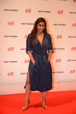at h&m mubai launch on 11th Aug 2016 (273)_57af36109263f.JPG